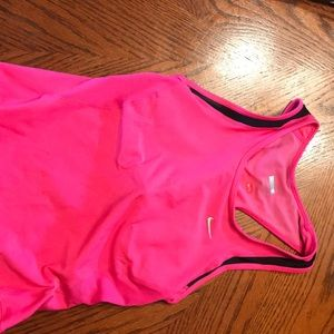 Women's Nike built in sports-bras tank top